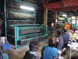 機械による蚕の飼育