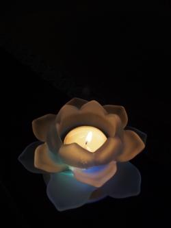 暗闇に浮かぶ灯り